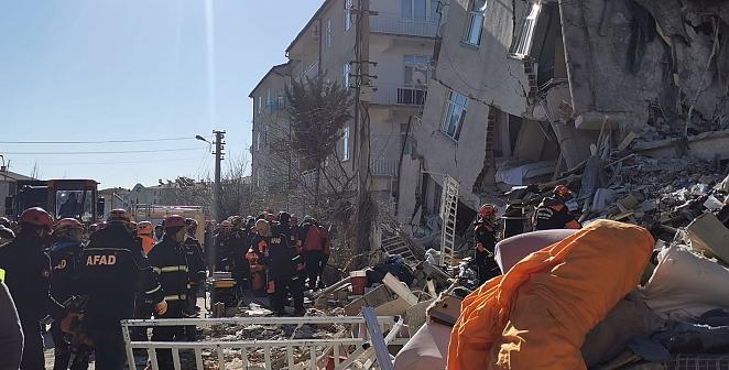 Elazığ'da kurtarma çalışmaları devam ediyor...