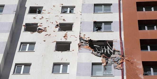 Fırtınadan duvar yıkıldı