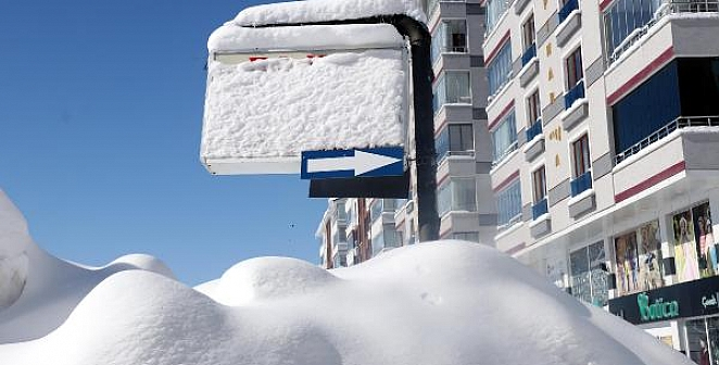 Kar 2 metreyi aştı