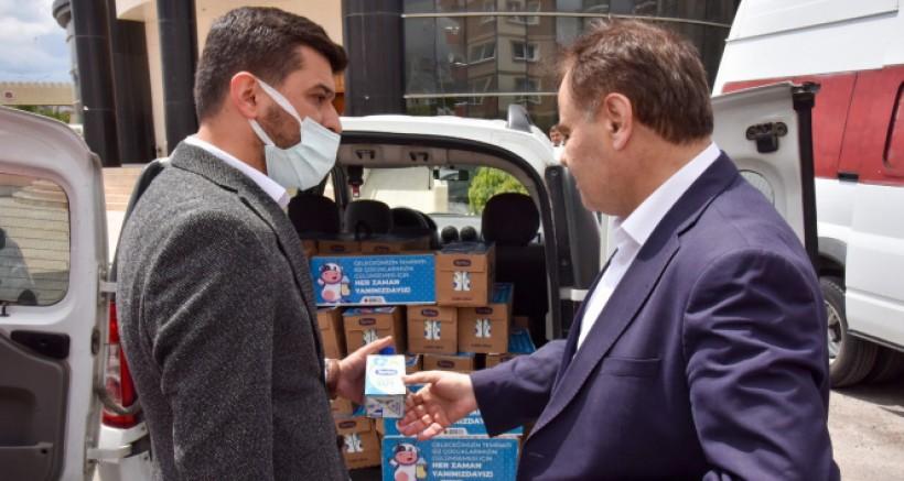 150 aileye koli koli süt dağıtıldı