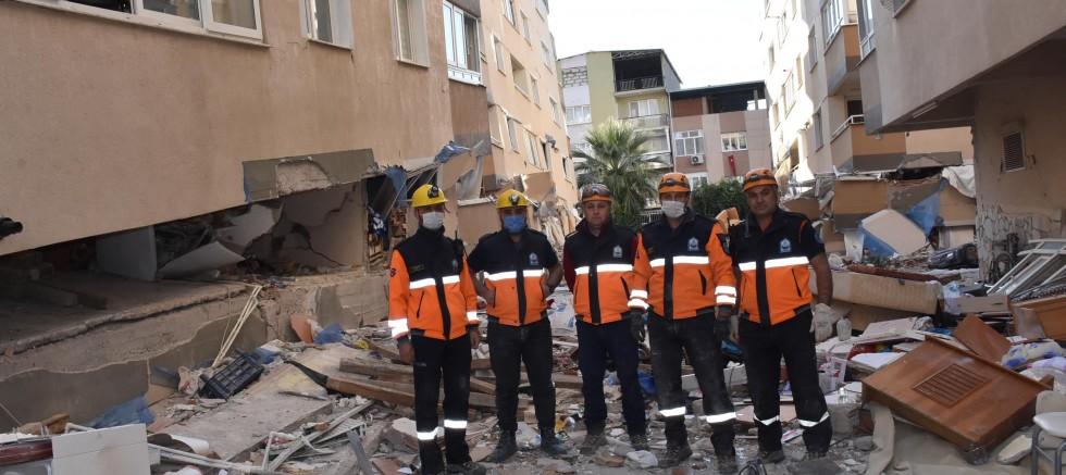 2 katı çöken binada kurtarma çalışmaları sürüyor