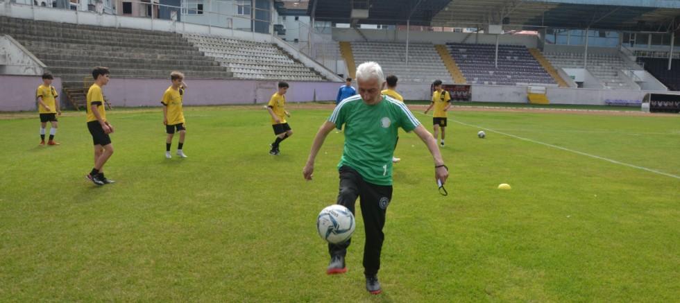 83 yaşındaki antrenör 58 yıldır takımın başında