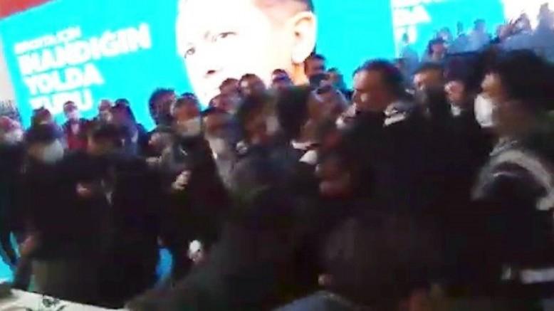 AK Parti kongresinde yumruklu kavga!