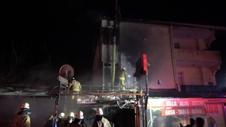 Arnavutköy'de lokanta çıkan yangında küle döndü