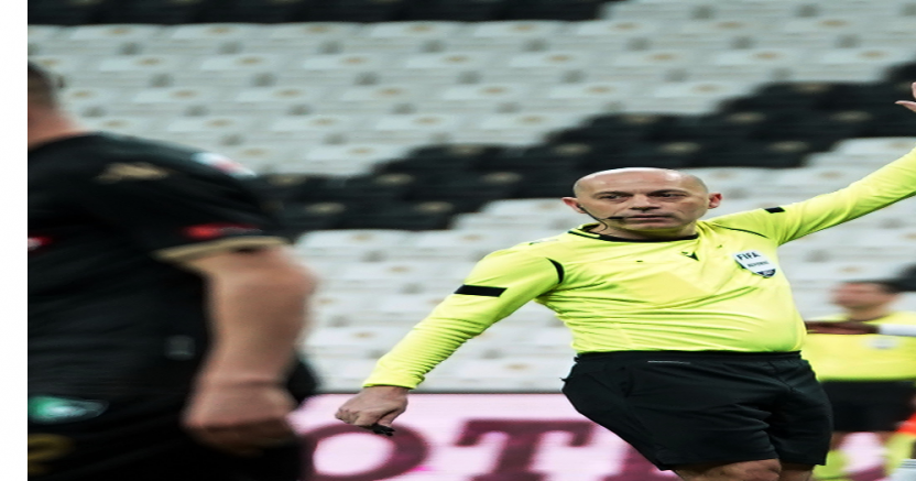 Başakşehir - Fenerbahçe maçını Cüneyt Çakır yönetecek