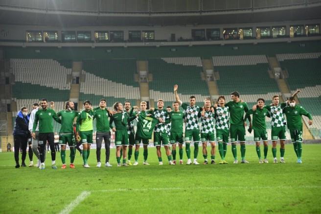 Bursaspor, sahasında ilk galibiyetini aldı