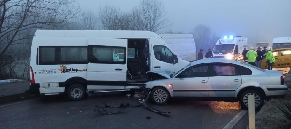 Buzlu Yolda Zincirleme Kaza: 12 Yaralı