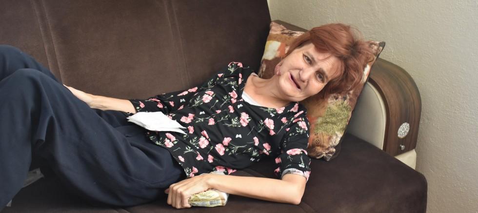 Gırtlak kanseri kadın, kendisini kurtaracak doktoru arıyor