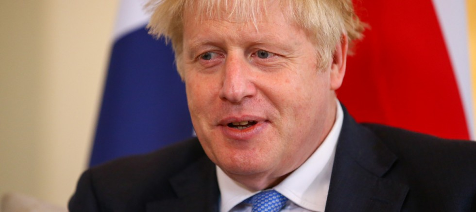 İngiltere hükümeti Covid-19'a karşı