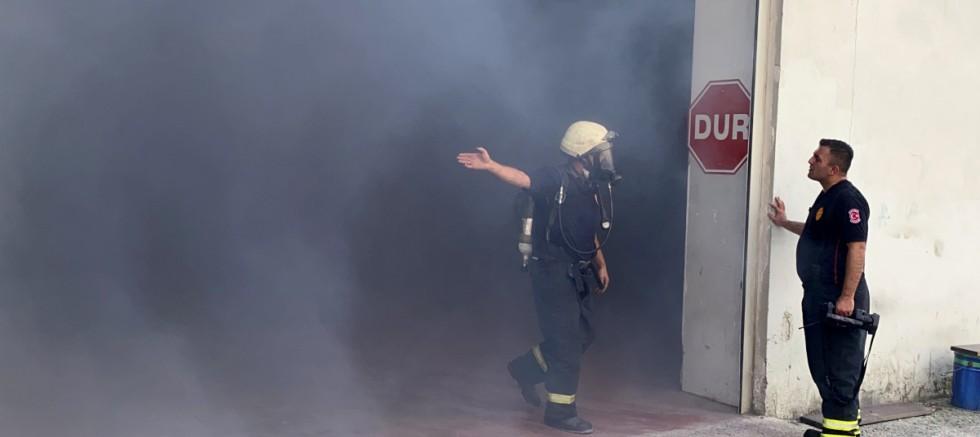 Kimya fabrikasının deposunda korkutan yangın