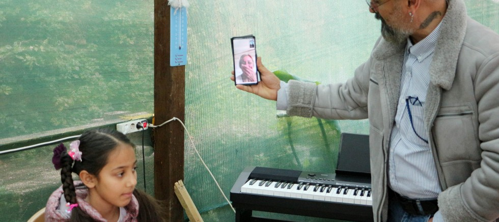 Korona yasağı, İranlı çift ile çocuklarını ayırdı