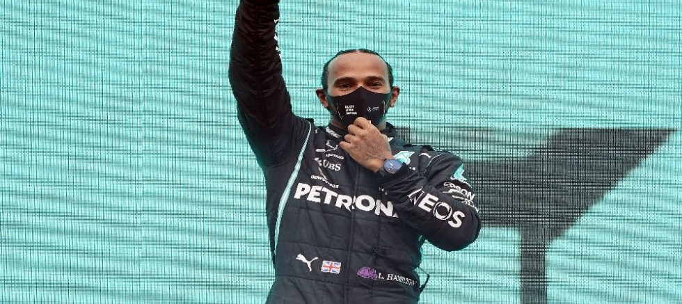 Lewis Hamilton şövalye ilan edildi