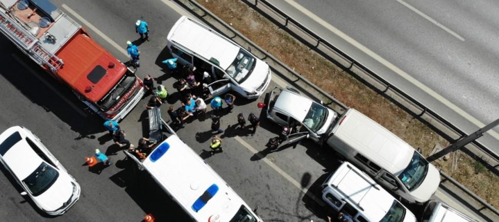 Maltepe E-5'te 5 araç birbirine girdi