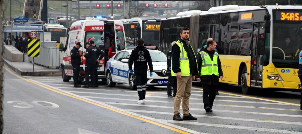 Metrobüsler çarpıştı: 10 yaralı