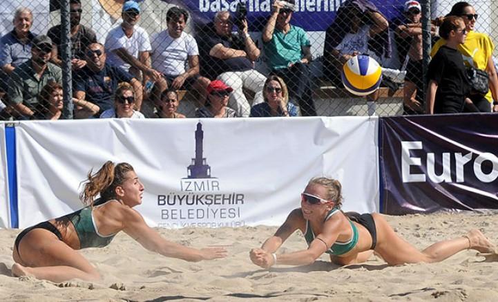 Plaj voleybolunda şampiyonalar İzmir'de