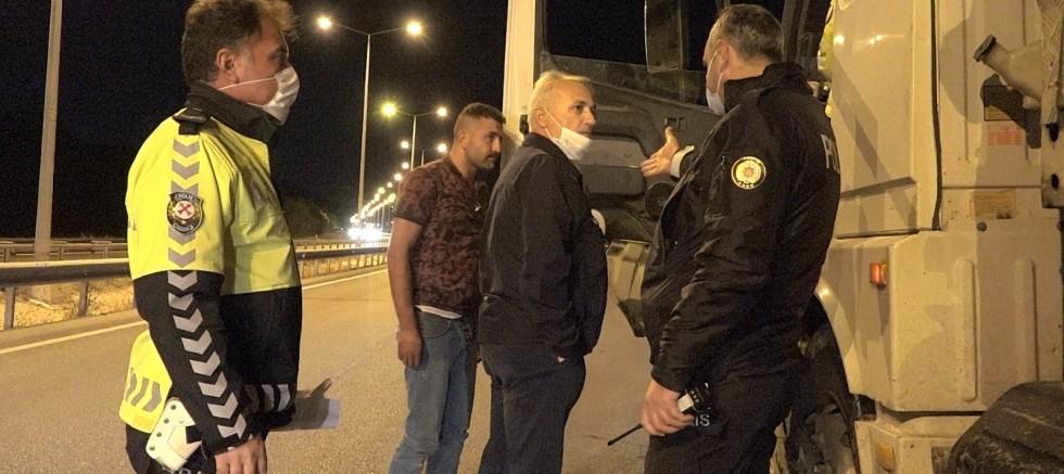 Şoförün kontrolünden çıkan tır polisleri endişelendirdi
