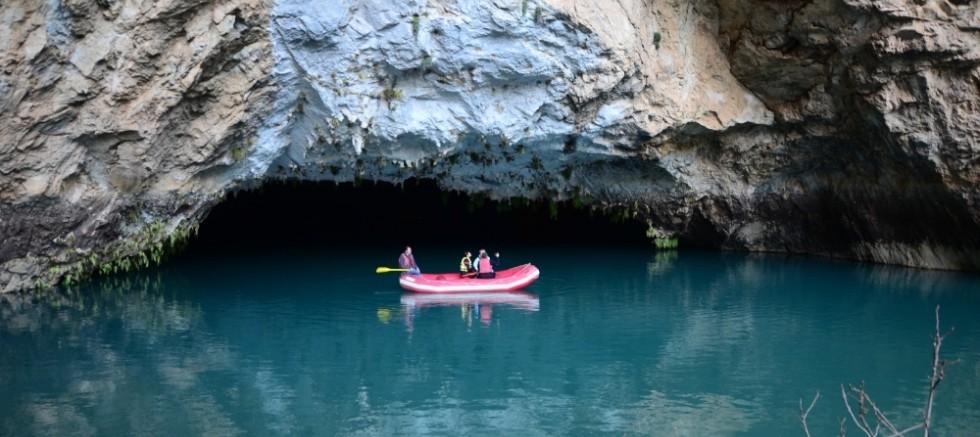 Sel suları dünyaca ünlü mağaranın girişini kapattı