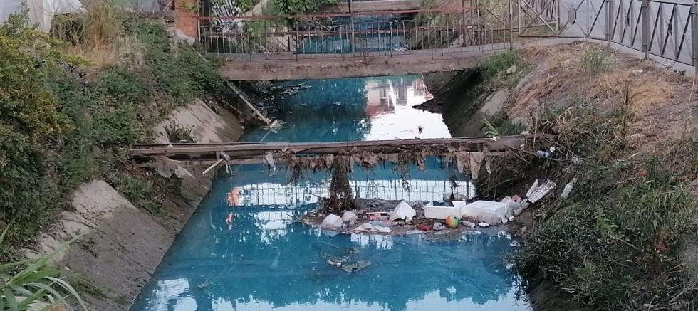 Sulama kanalının rengi maviye döndü
