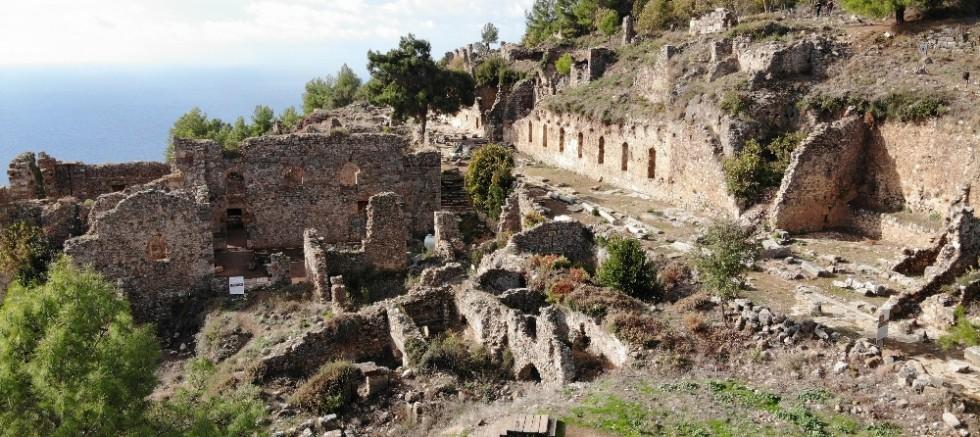 Syedra Antik Kenti ziyaretçi akınına uğruyor