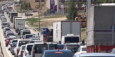 43 ilin geçiş güzergahında 'son gün' trafik yoğunluğu