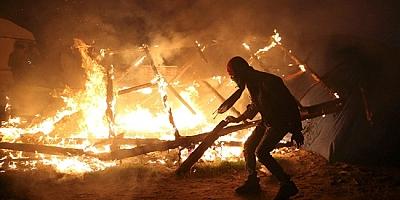 Irak'ta çadırlar ateşe verildi