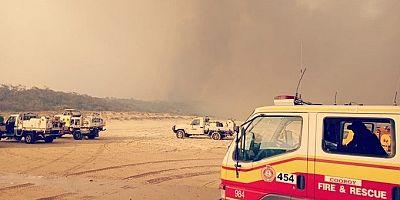 Yangın nedeniyle yerleşim yerleri tahliye ediliyor