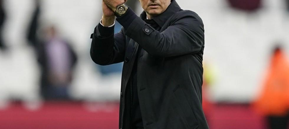 Tottenham, Mourinho ile yollarını ayırdı
