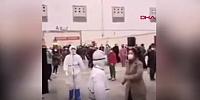 Hastalara moral dansı
